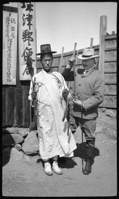 함북 성진지역 1906.9 Korean Traditional, Traditional Outfits, Vintage Photographs, Vintage Photos, Asian Tigers, Korean Photo, Korean Peninsula, The Old Days, Modern History