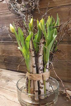 Table Arrangements, Flower Arrangements, Fresh Flowers, Beautiful Flowers, Pinterest Diy Crafts, Flower Power, Glass Vase, Floral Design, Gardening