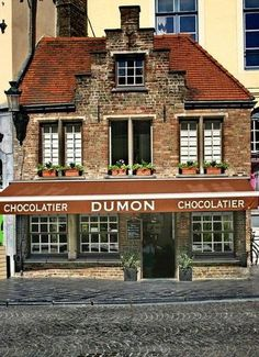 I would go back to Brugge just for this chocolate, but such a beautiful city! Eiermarkt | Chocolatier Dumon