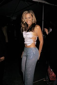 19 retro Beyonce outfits we totally miss Beyonce Body, Beyonce Style, 2000s Fashion Trends, Early 2000s Fashion, Look Fashion, 90s Fashion, Fashion Outfits, Fashion Tips, Japan Fashion