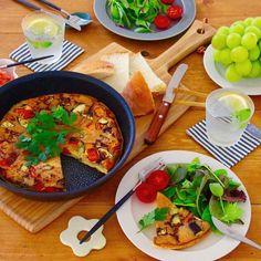 久しぶりにお食事フォト イタリアのオムレツフリッタータを作りました()パプリカや茄子をたくさん入れてみたら彩りも綺麗だし美味しかったです どーんと大きく作るオムレツはお鍋ごと食卓へ 写真を撮ったあとケチャップかけて食べましたケチャップ好き ティファール @tfal_japan さんが実施中のわが家の自慢のテーブルコーディネートキャンペーンに参加しています #ティファールテーブルコーデ