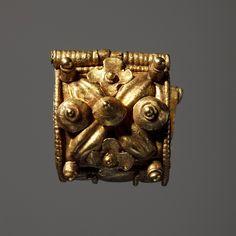 CC0  Ear-ring. Etruscan, 625 BC-475 BC  Gold. 1,0 cm diameter
