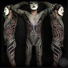 Blackwork bodysuit by Samuel Christensen #samuelchristensen #blackwork #geometric #southpacific #maori #polynesian #samoan #tribal #dotwork #opticalillusion