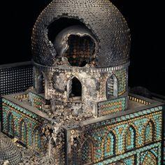 Religiöse Bauten aus Waffen und Munition