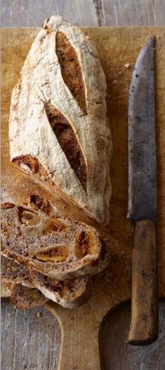 In Puglia bakken we vijgenbrood met walnoten en steranijs, uit het boek Hoe bak ik brood? van Emmanuel Hadjiandreou.