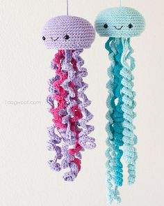 Happy Friday I finished the purple jellyfish and couldnt wait to share these two friends hanging out together   Both were made with yarnspirations Bernat Handicrafters Cotton yarn and a cloverusa Amour hook size G The free pattern will be published tomorrow so if you need an excuse to shop for yarn this is it