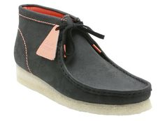 Clarks Wallabies - New version on a staple style. Mens Fashion Shoes, Men S Shoes, Casual Sneakers, Casual Shoes, Clarks Shoes Mens, King Shoes, Official Shoes, Casual Wear For Men, Clarks Originals