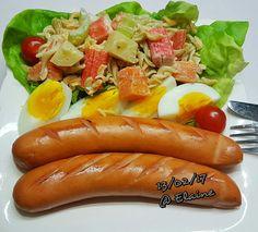 Sausage platter with pasta salad . . . . . .  #sgfood #sg #dinnertime #dinner #homecooked #homemade #vegetables #veggies #chicken #eggs #sausage #macoroni #potato #crabstick #carrot #healthyfood #healthy #healthyeating #cherrytomato