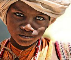 12 Regards d'enfants du Monde
