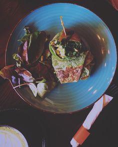 Perfect #lunner / kale kraze wraps / @cocoagrinder #latergram #wraps #lunch #kale #steamedveggies #healthysnacks #nyceats #brooklynlife #berlinfoodie #goodfood #bayridge #vegetarian #timeoutnewyork #nyeater #foodiegram #nycfoodie #flatlay #feedfeed #gloobyfood #nourish #intuitiveeating #foods4thought #ilovenewyork