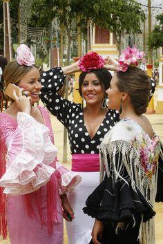 FLAMENCAS Gypsy, Costumes Around The World, Flamenco Dancers, Spanish Fashion, Beauty Around The World, Boho, Style Me, Hair Beauty, Andalucia