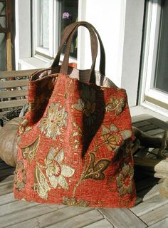 30 Şık kumaş alışveriş çantası modeli, You can collect images you discovered organize them, add your own ideas to your collections and share with other people. Fabric Handbags, Fabric Bags, Tote Handbags, Sewing Jeans, Carpet Bag, Boho Bags, Patchwork Bags, Cloth Bags, Handmade Bags