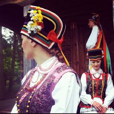 Folk costumes from Kurpie Zielone, Poland [source]. Folk Costume, Costumes, Polish People, Art Populaire, Folk Dance, Central Europe, Culture, Traditional, Reference Images