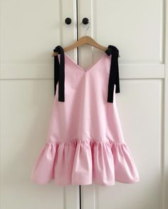 Image may contain: people standing Baby Girl Dress Patterns, Dresses Kids Girl, Baby Dress, Kids Outfits, Baby Girl Fashion, Kids Fashion, Casual Dresses, Summer Dresses, Baby Sewing