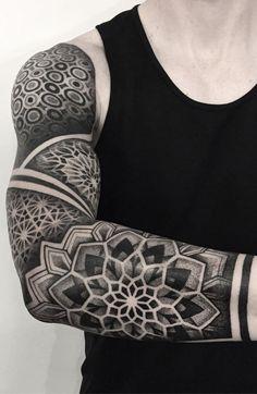 50 Fotos de tatuagens geométricas masculinas   TopTatuagens Mandala Tattoo Mann, Tattoos Mandalas, Mandala Tattoo Sleeve, Mandala Tattoo Design, Sleeve Tattoos, Geometric Tattoo Sleeve Designs, Geometric Tattoo Filler, Tattoo Designs Men, Arm Tattoos For Guys