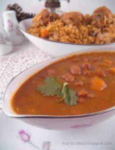In English  Las habichuelas guisadas  forman parte de la bandera Dominicana , plato típico del país que se compone de arroz, habichuel...