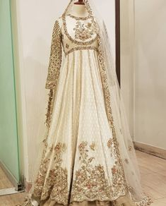 Hottest Free Bridal Dresses asian Thoughts Regardless of whether you have been daydreaming of wedding ceremony dress due to the fact you are 5 Pakistani Fashion Party Wear, Pakistani Wedding Outfits, Pakistani Wedding Dresses, Bridal Outfits, Nikkah Dress, Shadi Dresses, Simple Pakistani Dresses, Pakistani Dress Design, Wedding Dresses For Girls