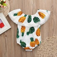 Cute Pineapple Off-shoulder Ruffled Bodysuit in White for Baby Gril Baby Baby Baby Oh, Baby Love, Baby Kids, Pretty Baby, Baby Pineapple, Pineapple Clothes, Easy Baby Blanket, Baby Girl Bedding, Baby Suit