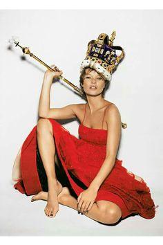 Kate Moss: Eine Stil-Ikone wird 40. Seit 25 Jahren beherrscht sie den Laufsteg gleichermaßen wie die Klatschspalten. Mehr dazu hier: http://www.nachrichten.at/nachrichten/society/Kate-Moss-Mode-Maenner-und-Skandale;art411,1275705