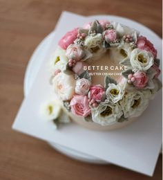 "404 Likes, 4 Comments - 베러케이크/BetterCake 버터크림&앙금플라워케익 (@better_cake_2015) on Instagram: "". . Done by my student - Buttercream flower cake . . (베러 정규클래스/Regular class) www.better-cakes.com…"""