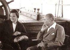Afet İnan ve Atatürk-25 MART 1935 - Prof. Afet İnan, Türk Tarih Kurumu As Başkanlığı'na seçildi.
