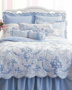 Beautiful bedding makes your bedroom truly welcoming. Blue Rooms, White Rooms, Blue Bedroom, Shabby Chic Bedrooms, Trendy Bedroom, Bedroom Vintage, Bedroom Simple, Blue And White Bedding, Blue And White Fabric