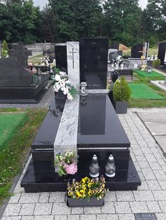 Funeral Flower Arrangements, Funeral Flowers, Tombstone Designs, Grave Monuments, Cemetery Decorations, Cemetery Headstones, Famous Graves, Religious Architecture, Baby Memories
