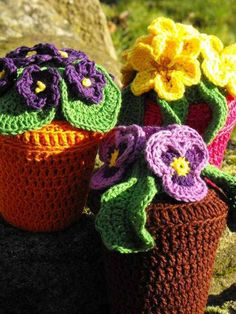 Crochet flower plants with pot! Would love to make this for Nannas bday.