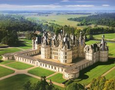 Something about castles i just LOVE. This one is believed to be designed by Leonardo da Vinci-Chateau de Chambord, France