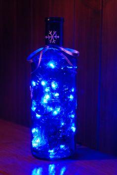 Botella de agua con luces navideñas