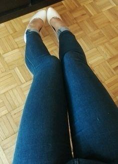 dopasowane jeansy rurki klasycze