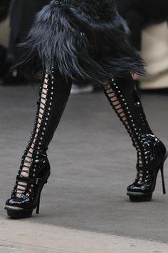 Alexander McQueen Fall / Winter 2011 Shoes Photo