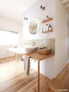 綺麗な洗面台だと朝の身支度や日常の水仕事も楽しくなりますね。素敵な洗面台の事例をご紹介します。造作棚とタイルが可愛い洗面台洗面台の下や鏡周りにオープンシェルフ…