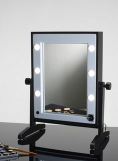 LTV VANITY TABLE-TOP MIRROR. Makeup Vanity Mirrors. Cantoni for makeup artists, makeup schools, and professionals. From the distance between light points to the uniformity of the light emission, paying absolute care and attention to selecting the right colour temperature of 4200 Kelvin. #makeupmirrors #tabletop #lightpoint