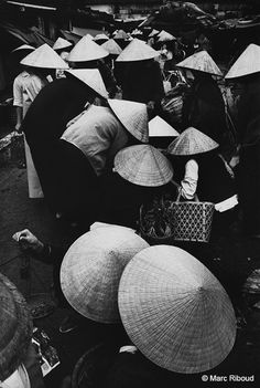 Social Photography, Vintage Photography, Street Photography, Marc Riboud, Henri Cartier Bresson, Long Pictures, Become A Photographer, South Vietnam, French Photographers