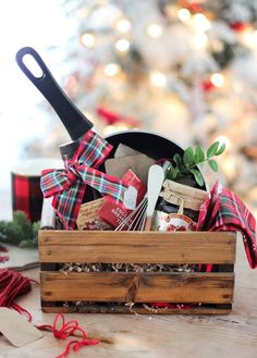 50 DIY Gift Baskets To Inspire All Kinds of Gifts Diy Weihnachtsmorgen-Geschenkkorb Kitchen Gift Baskets, Diy Gift Baskets, Basket Gift, Kitchen Gifts, Creative Gift Baskets, Food Baskets, Raffle Baskets, Diy Christmas Baskets, Diy Christmas Gifts