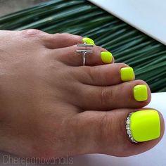 20 Adorable Toe Nail Art Inspirations – My hair and beauty Neon Toe Nails, Pretty Toe Nails, Toe Nail Color, Cute Toe Nails, Summer Toe Nails, Pretty Toes, Toe Nail Art, Fun Nails, Nail Colors