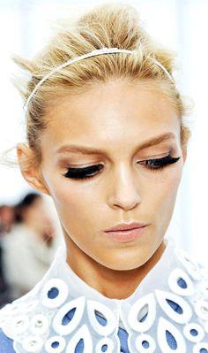 Anja Rubik   Louis Vuitton SS 2011   make-up