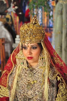 ). The traditional costume of Tlemcen is an Algerian dress composed of several layers of clothes and accessories linked to different Mediterranean civilizations.