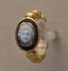 Gold Roman ring, from Patras, Greece, century AD. Antique Jewellery, Antique Rings, Vintage Jewelry, Cameo Jewelry, Metal Jewelry, Ancient Rome, Ancient History, Roman Jewelry, Pink Ring