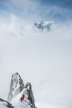 A Postcard With Adrenaline: I Photograph Hikers Climbing The Alps