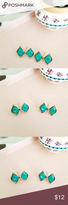 •● Bow earrings ●• NWT. Cute mint green bow earrings. boutique Jewelry Earrings