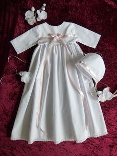 Taufkleid weiß aus Baumwolle, für Buben und Mädchen,  Beschreibung siehe unten.  Dieses liebevoll gefertigte Taufkleid entsteht in meiner kleinen Designerwerkstatt. Verarbeitet werden...