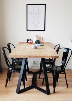 Y table with tolix. It's perfect combination! Wooden Table Top, Oak Table, Dinning Table, Contemporary Dining Table, Wooden Flooring, Scandinavian Interior, Interior Inspiration, Furniture Design, Room Ideas