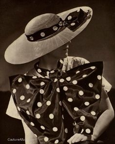 Great coordination with this hat and polka dot bow collar (slightly oversized ; Vintage Glam, Vintage Love, Vintage Beauty, Vintage Hats, Vintage Dresses, Vintage Outfits, Fairytale Fashion, Vintage Fashion Photography, 1930s Fashion