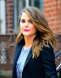 Keri Russell Keri Russell's fresh new hue is the definition of bronde with some blonde in the front and brown rocking the back. Perfect for indecisive ladies who want a change but aren't quite ready to give up being a blonde.   - Redbook.com