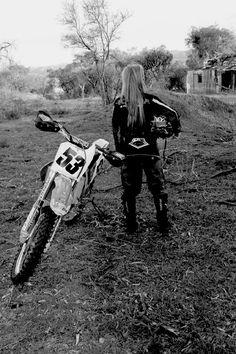 motocross girl, good idea for senior pictures Motocross Love, Motocross Girls, Ski Doo, Bike Pic, Toyota, Bmw Autos, Dirt Bike Girl, Cafe Racer Build, Fox Racing