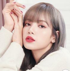 Take a minute to appreciate Lisa's beauty Lisa Bp, Jennie Lisa, Korean Girl, Asian Girl, Square Two, Pretty Selfies, Close Up, Lisa Blackpink Wallpaper, Black Pink Kpop