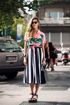 Moda: 15 Looks com Estampa Floral in Alone With a Paper *Clique para ver post completo* Fashion Mode, Look Fashion, Girl Fashion, Fashion Outfits, Womens Fashion, Office Fashion, Milan Fashion, Street Fashion, Trendy Fashion