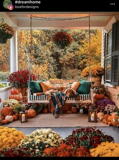 Porch Decorating, Decorating Your Home, Interior Decorating, Interior Design, Fall Home Decor, Autumn Home, Beautiful Farm, Beautiful Homes, Front Porch Flowers